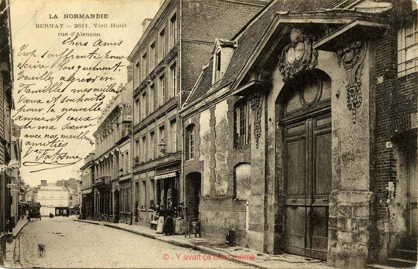 Le portail de l'hôtel de la Gabelle Rue du Général de Gaulle
