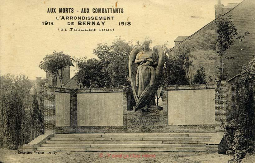 Le monument aux morts place Guillaume de Volpiano