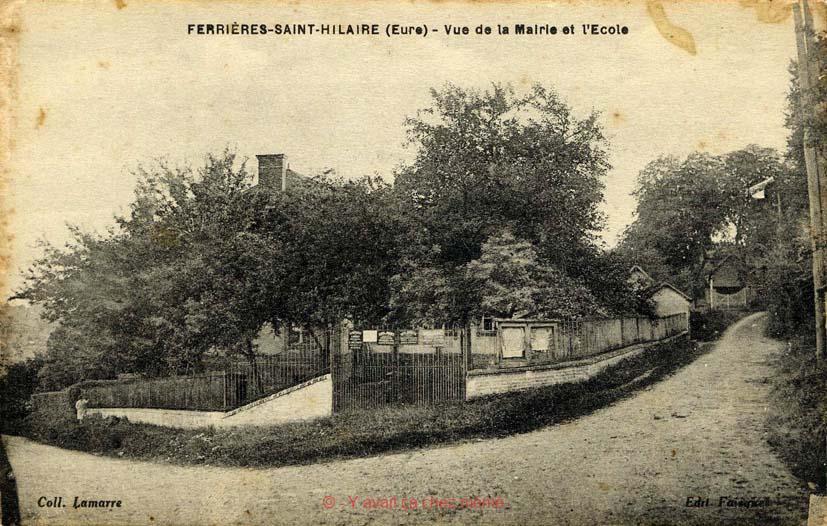 Ferrières-St-Hilaire - Vue de la mairie et l'école