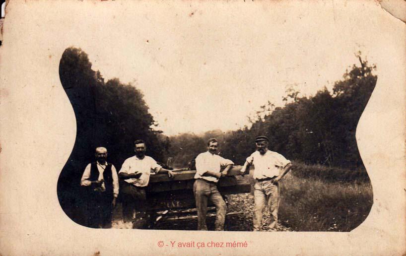 Ferrières-St-Hilaire - Famille DUFFY travaillant sur la voie