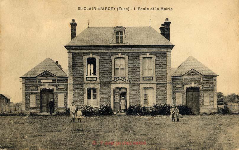 St-Clair-d'Arcey - L'école et la mairie