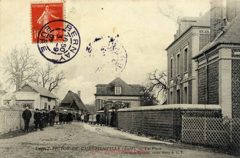 St-Victor-de-Chrétienville - La place