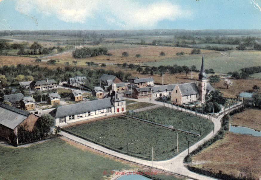 Courbépine - Vue aérienne de l'église et l'école