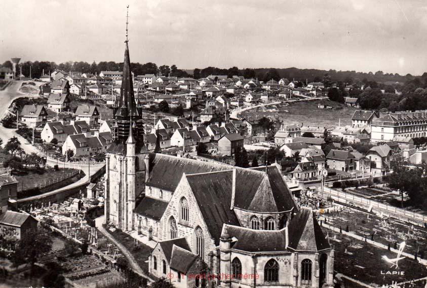 Bernay - Vue aérienne sur la basilique de la Couture