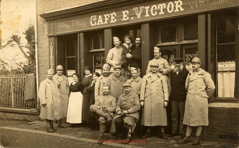 Rue Militaire (3) - Café E. VICTOR