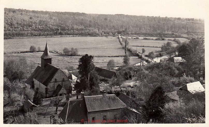 Ferrières-St-Hilaire - Vue du village depuis la motte