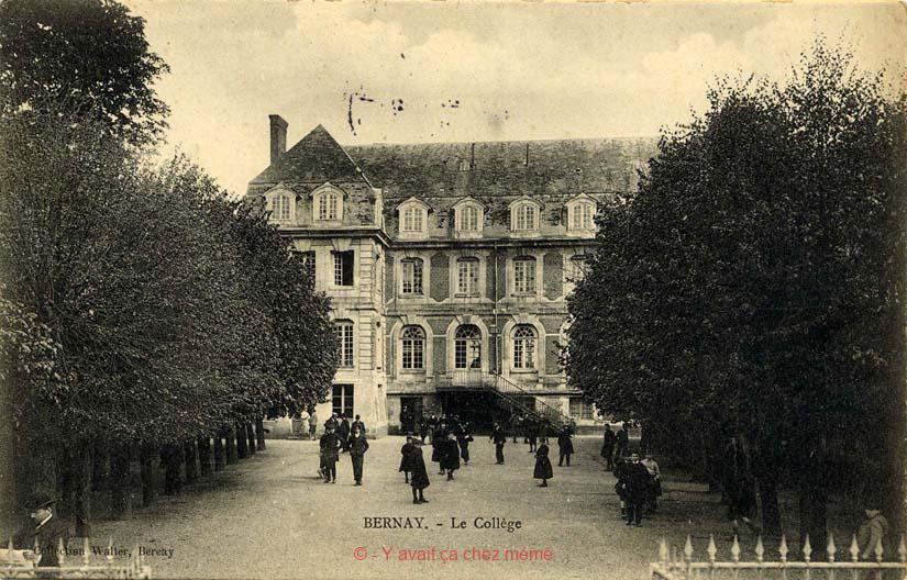 La cour et la façade arrière de l'ancien collège