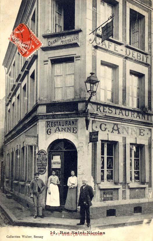 Rue Michel-Hubert Descours (24) - C'est toujours le café du Centre